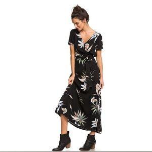 NWT - Roxy Lotus Heart short sleeve maxi dress